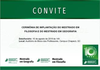 Imagem com fundo branco, com detalhes verdes, com texto convidando para a cerimônia. Abaixo, assinatura dos programas, o selo comemorativo dos 10 anos da UFFS e a marca da Instituição
