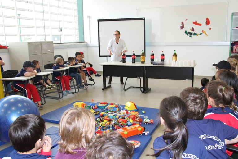 30092016 Atividade na Brinquedoteca com crianças da Escola Estadual Rui Barbosa Kelly Reis (10).JPG