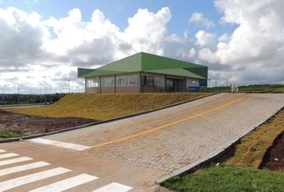 Imagem mostra foto do prédio do Centro Vocacional Tecnológico em Cooperativismo, Agroindustrialização e Agroecologia (CVT), da UFFS - Campus Laranjeiras do Sul