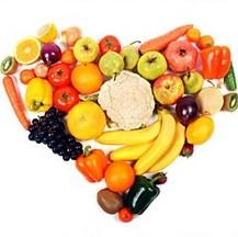 coração formado por várias frutas e legumes