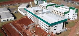 Foto área mostrando os 8 prédios do campus chapecó