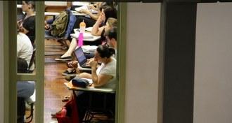 Foto de alunos em sala de aula